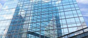 Láminas para Edificios. Lámina Estética para edificio espejada. Lámina Solar Silver 50 ST.